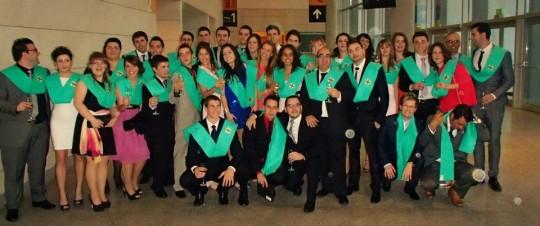 Los alumnos de la IX Promoción de Fisioterapia de la UCH-CEU posan en el Palacio de Congresos de Valencia
