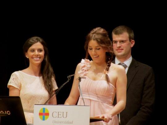 Lucía Napal, en pleno discurso a los futuros fisioterapeutas egresados de la UCH-CEU