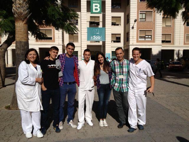 Alumnos y profesores de Fisioterapia de la UCH-CEU en el Hospital General Universitario de Valencia