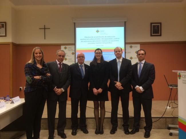 La profesora Arguisuelas con los miembros del tribunal de su tesis doctoral