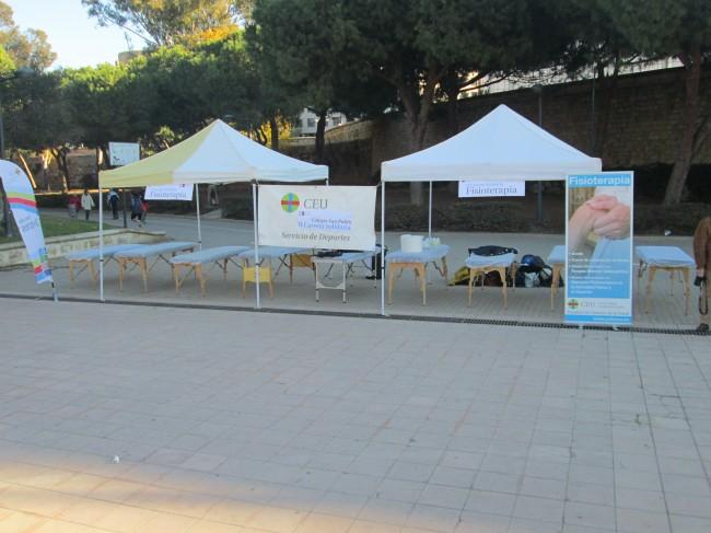 Stand del Departamento de Fisioterapia de la UCH-CEU en la II Carrera Solidadria San Pablo