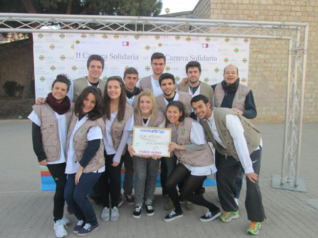 Los alumnos de Fisioterapia de la UCH-CEU y el profesor Montañez, participantes en la Carrera Solidaria CEU San Pablo de Valencia
