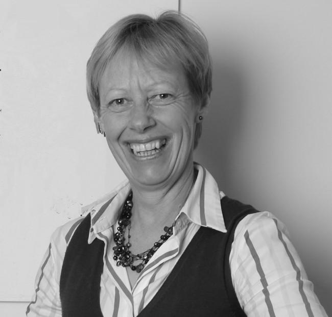 Helen Clare, prestigiosa fisioterapeuta de Nueva Zelanda, acude al Palacio de Colomina de la UCH-CEU