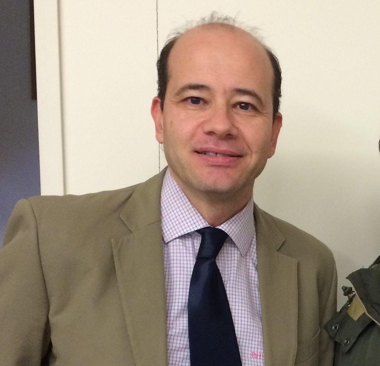 Adiós, secretario. El profesor de Fisioterapia CEU-UCH, Javier Montañez, cambia de cargo en gestión.