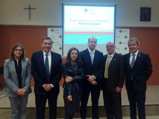 El profesor Montañez junto con los miembros del tribunal