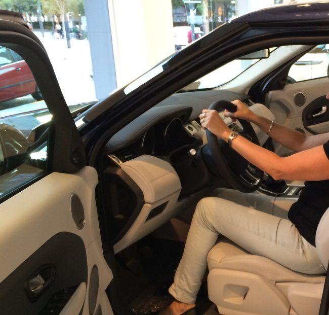 Debemos adaptar una correcta postura al volante