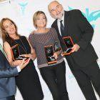 Los doctores González, Rosado y señoras con sus premios en la Gala