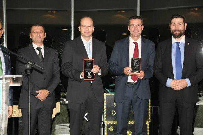 Los doctores Montañez y Gramage recibiendo sus premios