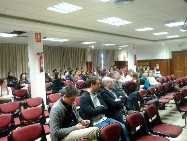 Numeroso público presenció la presentación del TFG de Fisioterapia por Laura Iris Domínguez