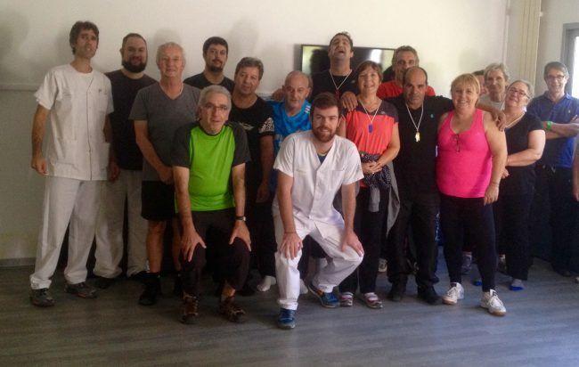 Robin Haon con un grupo de rehabilitación cardíaca en el CHU de Nimes
