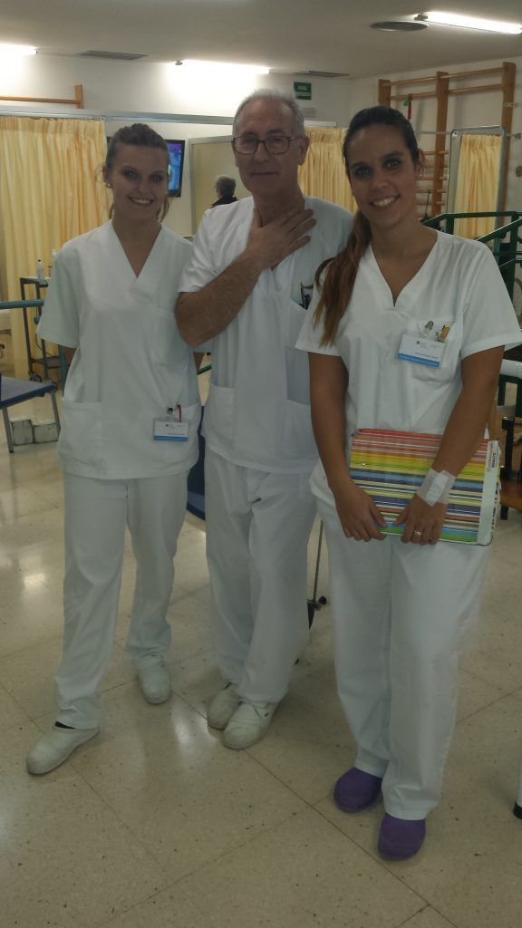 Marina Sancho y Cristina Boronat con Miguel Mateu en el Doctor Peset