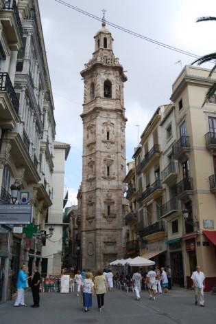Torre de la Iglesia de Santa Catalina, junto a la famosa horchatería homónima