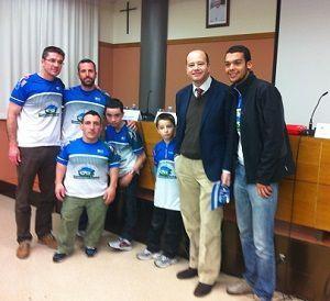 Raúl y otros jóvenes paratriatletas con nuestros compañeros Javier Gramage, Juan Cuervo, Javier Montañez y Pablo Godoy