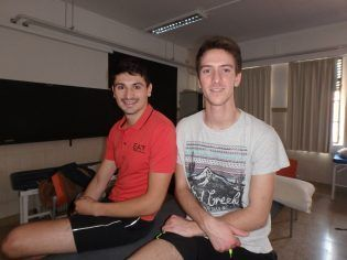 Aymerich y Louis atendiendo a los medios del Blog de Fisioterapia.