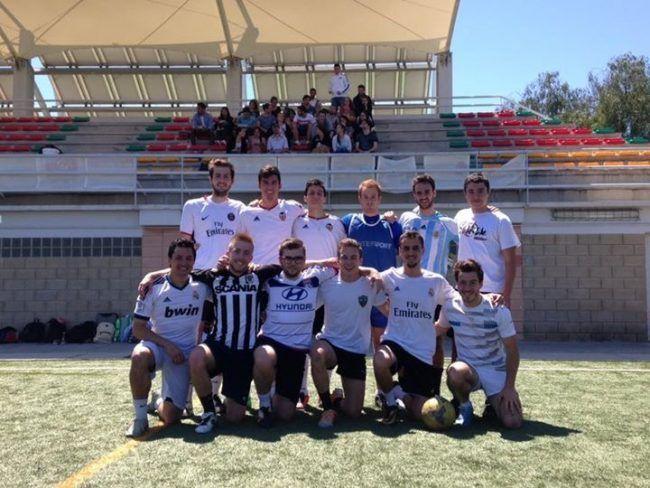 Equipo futbol CEUEquipo de futbol del CEU Fisioterapia: Alexandre, Sébastien, Alex, Colas, Samir, Bastien, Ronan, Miguel, Guilhem, Damien, Kevin y François.