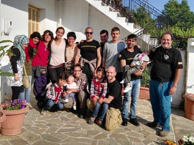 Julio, Osman, su familia y otros voluntarios