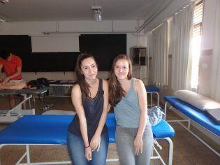 Manon y Célia, nos atienden durante la práctica.