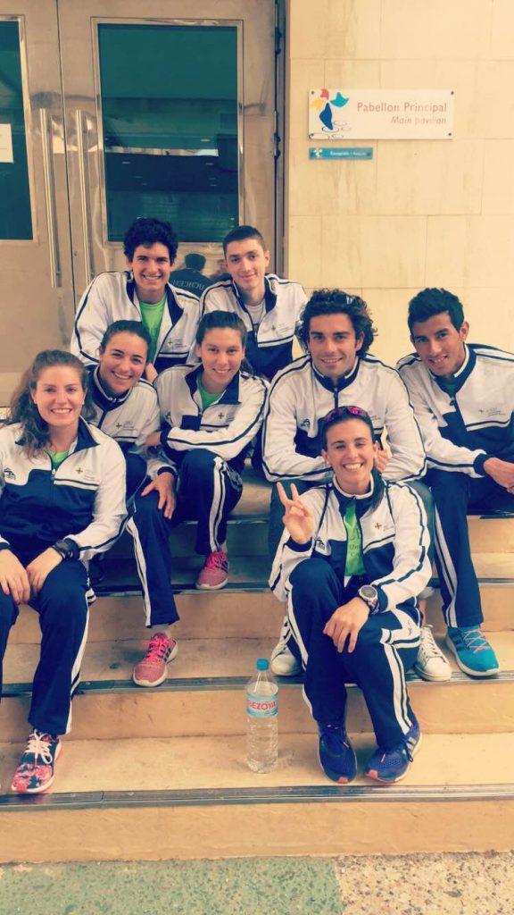 Miriam con el equipo de triatlón del CEU.