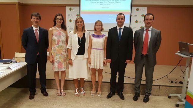 Mireia Martí posa con y los miembros del tribunal y con sus directores de tesis, Mª Dolores Arguisuelas y Juanfran Lisón
