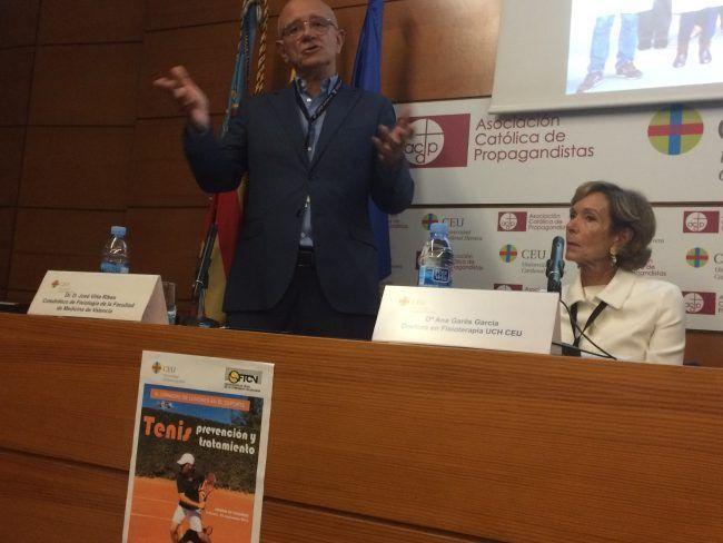 El doctor Viña y Ana Garés, presidenta de las Jornadas