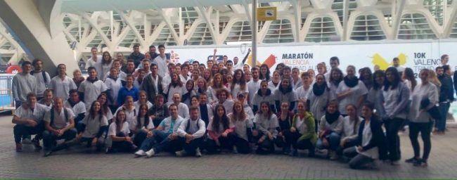 El numeroso grupo de nuestros voluntarios en la Maratón de Valencia