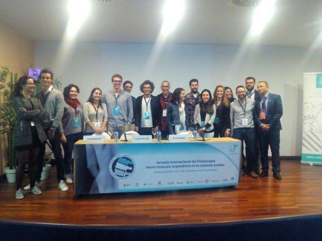 Alumnos y profesores de la UCH-CEU en un descanso de la Jornada Internacional sobre Lumbalgia