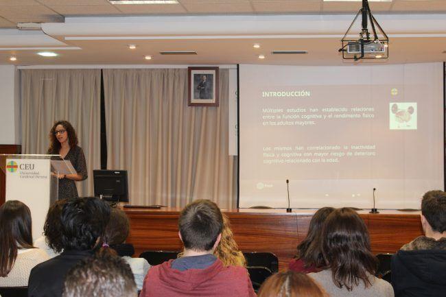 Susana Gil presentando su TFG, el mejor de Fisioterapia del pasado curso