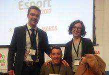 Javier Martínez Gramage recoge el premio junto al deportista Raúl Micó y la Decana Alicia López