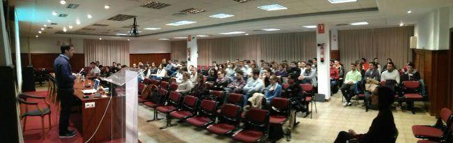 Panorámica del Aula Magna al inicio de la Jornada, con la ponencia del profesor José Martín Botella