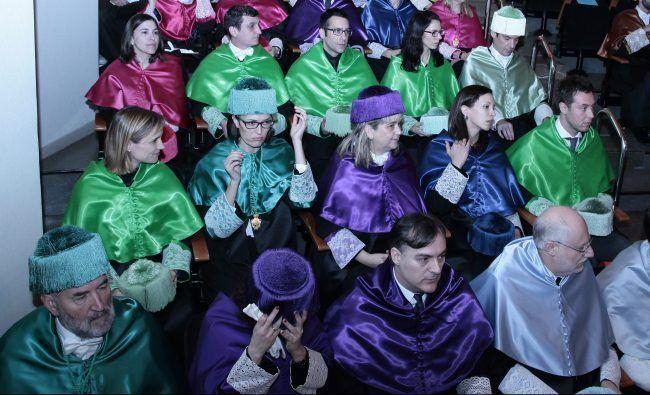 Los nuevos doctores de la UCH-CEU con sus padrinos durante la ceremonia de la festividad de San Pablo 2017