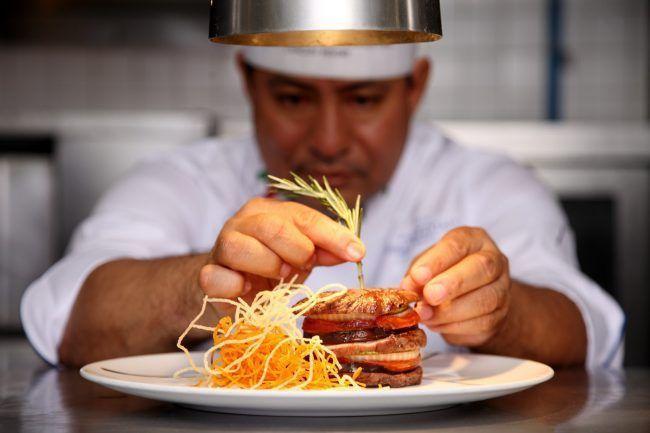 Un chef para el símil gastronómico de Vicente LLoret