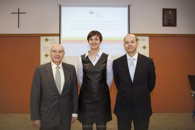 Noemí Valtueña con sus directores de tesis, Carlos Barrios y Javier Montañez