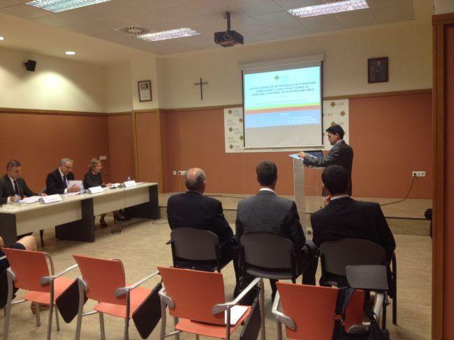 Alejandro Sendín durante la defensa de su tesis doctoral en la UCH-CEU