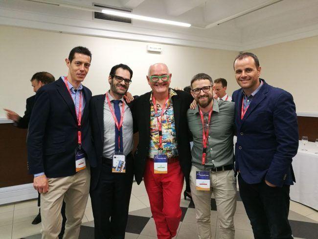 El eminente David Butler posa con los fisioterapeutas Carlos López, Moisés Giménez, Arturo Such y Quique Lluch