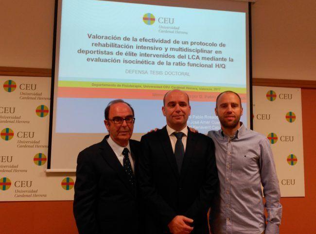 La gran familia de fisioterapeutas Manuel, Pablo y Fernando Granell tras la lectura de la tesis doctoral de Pablo