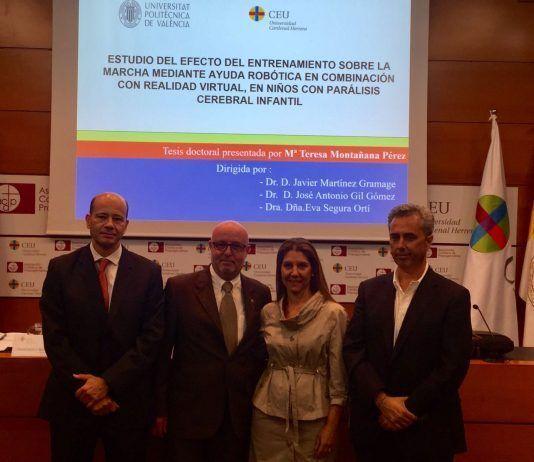 La nueva doctora Maite Montañana posa con los miembros de su tribunal de tesis