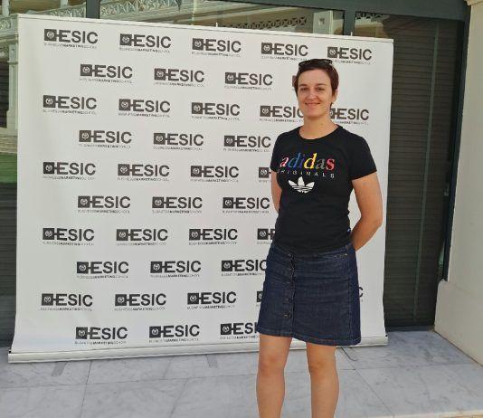 La autora del post, Noemí Valtueña, en el Simposio de ESIC