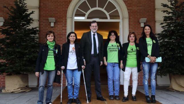 El presidente Mariano Rajoy con las representantes de las Kellys en el Palacio de la Moncloa
