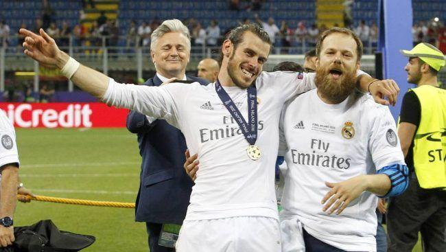 Garet Bale con Jaime Benito (Uncle Jaime, diría Bale), que ha sido fisioterapeuta de confianza del jugador galés del Madrid. Foto de Javier Gandul y diario As