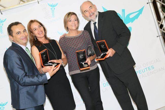 Pedro Rosado, con su esposa Victoria González y sus amigos María José Llácer y José Ángel, homenajeados en la Gala de la Fisioterapia