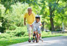 Es precioso ver a los abuelos haciendo ejercicio con los nietos. Fuente: etapainfantil.com