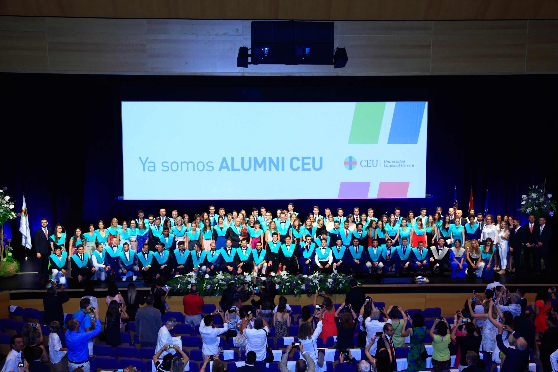 Los nuevos fisios en la ceremonia de graduación CEU de Valencia 2018