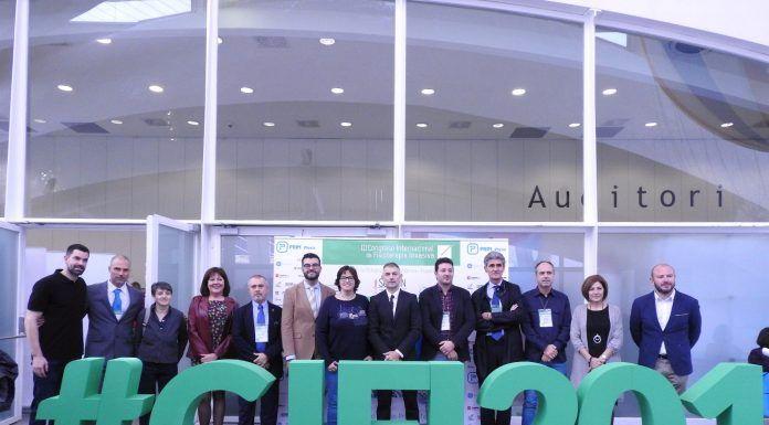La Fisioterapia invade Valencia. Organizadores y autoridades asistentes al III Congreso Internacional de Fisioterapia Invasiva celebrado en Valencia.