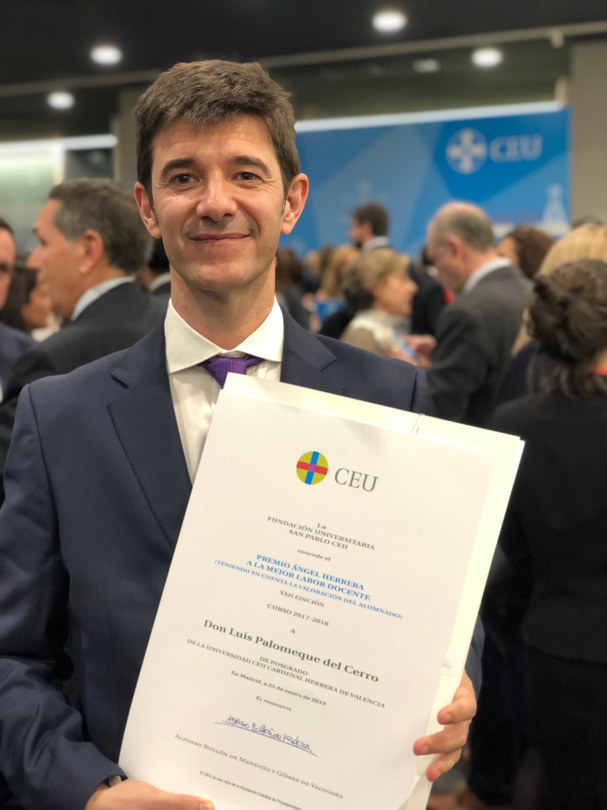 Luis Palomeque, un profesor extraordinario del Máster de Fisioterapia CEU-UCH, premio a la mejor labor docente
