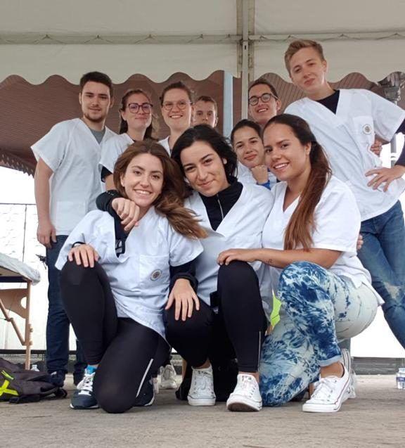 Voluntariado CEU UCH en el triatlón de Valencia 2019.