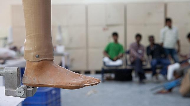 El Pie de Jaipur. Una sencilla prótesis fabricada en India que inspiró la preciosa novela de javier Moro. FUENTE ABC.es
