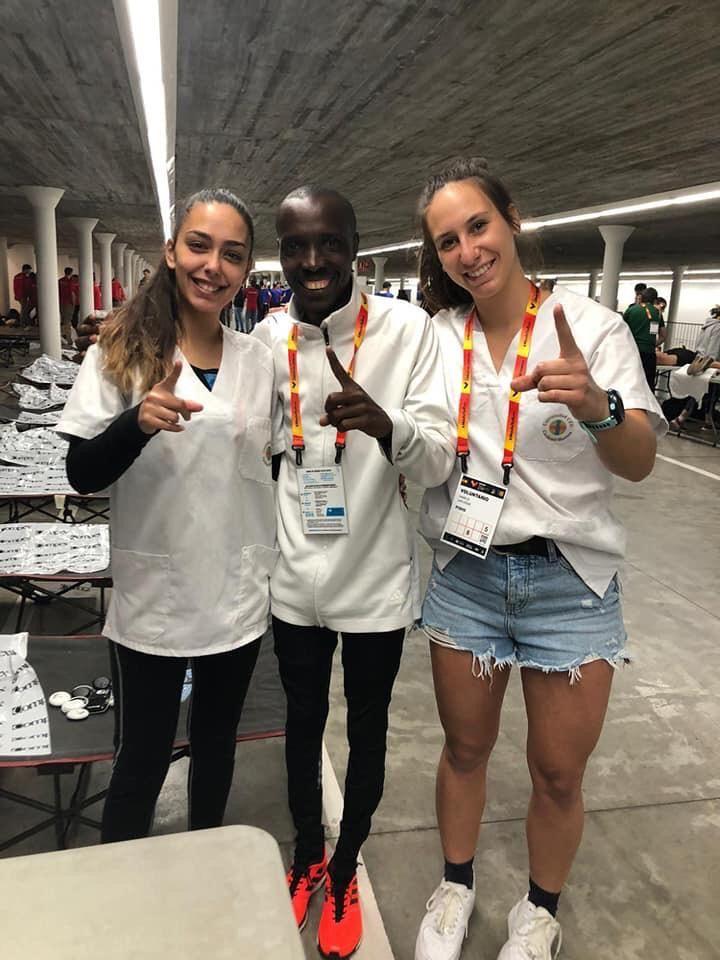 Maratón con récord y Fisioterapia. Nuestras alumnas cuidaron al récord-man de la Maratón de Valencia.