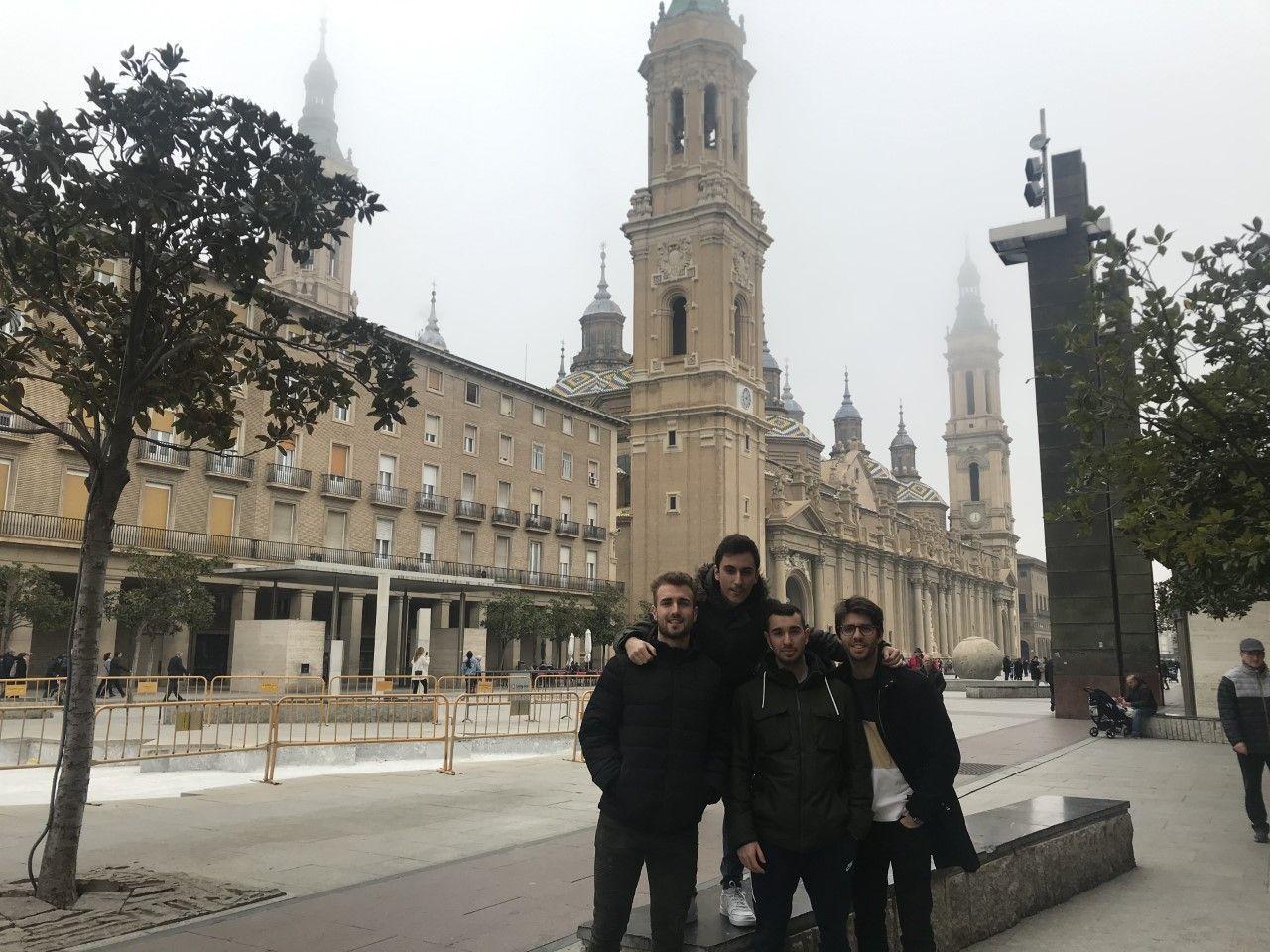 Conociendo mejor el dolor... Nuestros alumnos acudieron a Zaragoza asistiendo al V Congreso de Fisioterapia y Dolor.