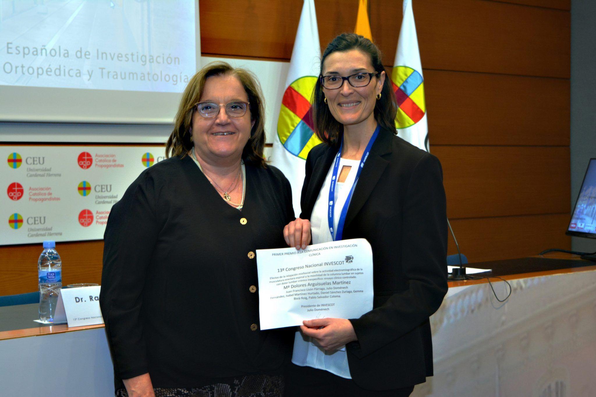 ¿El último Congreso? Dolores Arguisuelas, profesora de Fisiuoterapia CEU-UCH, recibe el primer premio del 13º Congreso INVESCOT