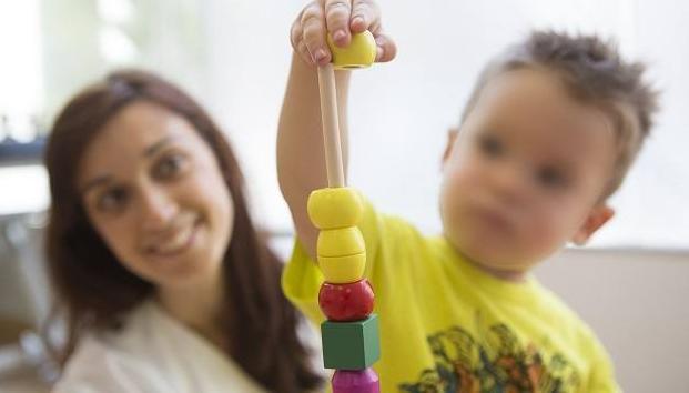 Fisioterapia para el autismo. Día Mundial de Concienciación sobre el Autismo. FUENTE Las Provincias